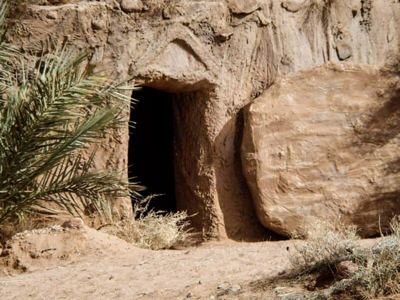 he is risen an empty tomb